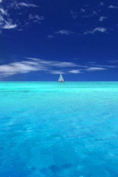 ahh-mazing! aqua blue ocean horizon meeting a royal blue sky.