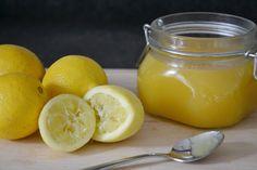 Lemon Curd. Ik ben er gek op!!! Lemon curd mag niet ontbreken bij de high tea, op scones met clotted cream. Maar je kunt er meer mee doen. Lemon Curd is ook lekker in toetjes of cakejes. Ik dacht dat het moeilijk zou zijn om zelf Lemon Curd te maken. Maar met dit recept... LEES MEER...
