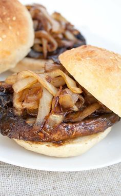Portobello Mushroom and Caramelized Onion Sliders (vegan, gluten free) - These sweet and savory sandwiches will have you wanting more! Portobello mushrooms marinated in balsamic vinegar and Dijon must Grilled Portabella Mushrooms, Marinated Mushrooms, Stuffed Mushrooms, Vegan Mushroom Burger, Portobello Mushroom Recipes, Mushroom Food, Vegetarian Recipes, Cooking Recipes, Mushrooms