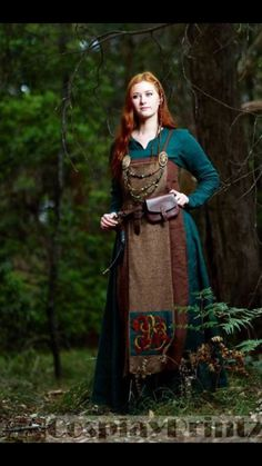 Mooie kleurcombi Viking Cosplay, Viking Garb, Viking Dress, Celtic Clothing, Medieval Clothing, Historical Costume, Historical Clothing, Medieval Dress Pattern, Mode Alternative