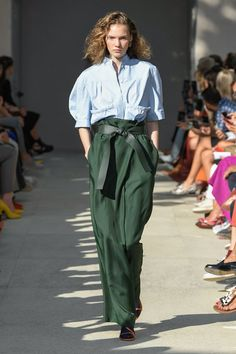 Runway pictures from the Salvatore Ferragamo Spring 2020 Fashion Show. Milan Ready-To-Wear collections, runway looks, models, beauty 2020 Fashion Trends, Fashion Mode, Fashion 2020, Fashion Show, Fashion Outfits, Womens Fashion, Copenhagen Fashion Week, Colourful Outfits, Looks Style