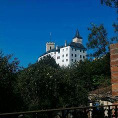 Nenapadá vás, kam si zajet udělat krásný výlet? A co české hrady? Ukážeme vám 30 nejkrásnějších hradů v ČR, které stojí za to navštívit. Adele, Prince, Mansions, House Styles, Instagram, Manor Houses, Villas, Mansion, Palaces