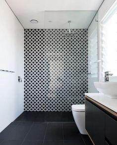 regardsetmaisons: Match noir et blanc graphique en salle de bain