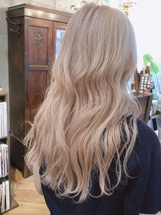 Blonde Hair Looks, Brown Blonde Hair, Blonde Hair Korean, Baby Blonde Hair, Hair Dye Colors, Hair Color, Cheveux Beiges, Beige Hair, Peach Hair