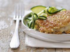 Seebarsch mit Haferflockenmantel und Zucchinigemüse ist ein Rezept mit frischen Zutaten aus der Kategorie Meerwasserfisch. Probieren Sie dieses und weitere Rezepte von EAT SMARTER!
