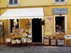 Cozy Provençal boutique