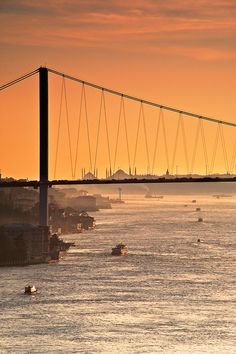 The Bosphorus. The Bridge. Sultanahmet. by Bernardo © (http://Ricci-Armani.com), via Flickr