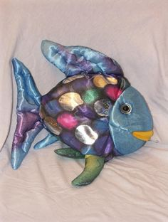rainbow fish puppet Fish Bags, Fish In A Bag, Hand Mask, Handbag Patterns, Rainbow Trout, Fika, Center Ideas, Sewing Notions, Soft Sculpture