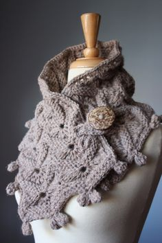 Handknit  scarf Taupe  Medium Brown coconut par VitalTemptation, $70,00