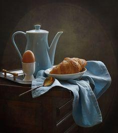 photo: завтрак с круассаном и яйцом | photographer: inna korobova | WWW.PHOTODOM.COM