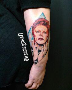 Today started something new on @madamebizarreboutique #tattoos #colortattoos #fullcolortattoos #davidbowietattoos #davidbowiepiece #forearmtattoos #francisgravetattooer
