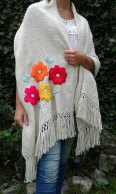 Embroidery On Clothes, Creative Embroidery, Embroidered Clothes, Hand Embroidery Patterns, Embroidery Stitches, Embroidery Designs, Crochet Poncho, Knitted Shawls, Pakistani Fancy Dresses