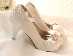 Sandals Shoes Wholesale 2015 Handmade Lace Flower Bow Diamond Pearl Bridal & Bridesmaid Shoes High Heel White Wedding Shoes Silver Wedding Shoes From Melovesky, $53.72| Dhgate.Com