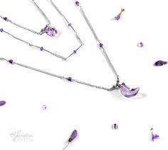 """Collier """"Effluves Oniriques"""" par Ilmatarja, Création de Bijoux. >>> http://www.ilmatarja-creations.com/#!product-page/c5y1/f1e70006-57e0-0703-1d6a-cb7762aa2cb7 - #collier #triplerang #parfum #fleuri #effluves #Oniriques #bucolique #fragrances #minérales #flacon #fiole #spirituelle #bijoux #améthyste #amethyst #violet #parme #lune #lunaire #rêve #rêveuse"""