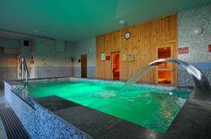 5 - 27 °C hőmérsékletű, 60 m2 területű, 135 cm mélységű beltéri úszómedence