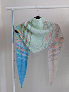 Fantastic Fade Shawl: Free Knitting Pattern – Darsi Stitches Vogue Knitting, Knitting Yarn, Free Knitting, Easy Knitting Projects, Knitting Designs, Knitting Ideas, Free Knit Shawl Patterns, Free Pattern, Yarn Store