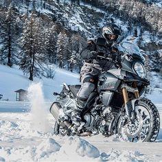 694 mentions J'aime, 7 commentaires – Dual Sport Panama (@dualsportpanama) sur Instagram : «¿Algo de nieve? Ningún problema para estas máquinas todo terreno! Amazing Suzuki V-Strom 1000…» Ducati, Ktm, Yamaha, Suzuki Bikes, Bmw Motorcycles, Dual Sport, Vstrom 1000, Motocross, Trail Motorcycle
