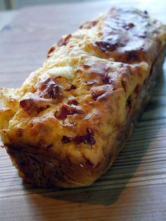 whats good to eat: Cake Chorizo Mozzarella - Espelette et Chocolat Cake Chorizo, Fingers Food, Food Porn, Cake Factory, Quiches, Zucchini Bread, Köstliche Desserts, Easy Cake Recipes, Food Cakes