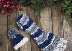 Holiday Wine Bottle Hat and Scarf Cozy - Free Crochet Pattern | www.thestitchinmommy.com #2017HolidayBlogHop