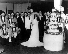 Elvis and Priscilla on May 1967 in Las Vegas - wedding photo with Aladdin Hotel employees. Priscilla Presley Wedding, Elvis And Priscilla, Lisa Marie Presley, Elvis Wedding, Las Vegas, Elvis Presley Family, Dream Wedding, Wedding Day, Luxury Wedding