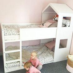 •Dagens DIY• Så underbart säng omgjord till hussäng  dags att bygga.  @lillanscloset  #barnrumsinspo #inspo #barnrum #kidsroom #diy