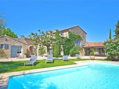 St Roch: Luxury farmhouse from the century with heated pool - Robion Heated Pool, Home Wedding, 18th Century, Provence, Terrace, Beach House, Swimming Pools, Destination Wedding, Farmhouse