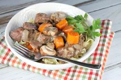 Recipe for Slow Cooker Beef Burgundy by Recipe Girl- an easy weeknight dinner recipe! Cacciatore Recipes, Chicken Cacciatore, Beef Stew Meat, Slow Cooker Chicken, Korma, Biryani, Slow Cooker Recipes, Crockpot Recipes, Yummy Recipes