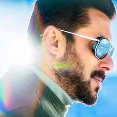 Salman Khan in Dil diyan Galla Indian Celebrities, Bollywood Celebrities, Salman Khan Quotes, Salman Katrina, Ek Tha Tiger, Salman Khan Wallpapers, Salman Khan Photo, Movie Teaser, Indian Star