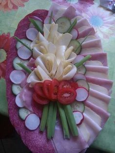 Discover thousands of images about Skupina - Pohostenie pre návštevy Meat And Cheese Tray, Meat Trays, Meat Platter, Food Platters, Fruits Decoration, Food Garnishes, Garnishing, Creative Food Art, Food Carving