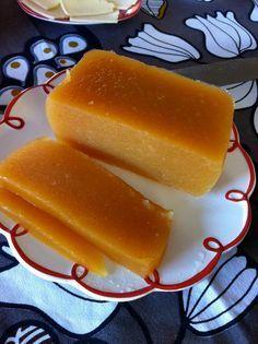 Dulce de Manzana sin azúcar / 8 manzanas grandes o 10 pequeñas (yo uso Fuji, pueden poner Granny Smith u otra que encuentren).  1 rama de canela.  1 paquete de gelatina sin azúcar de piña o limón.