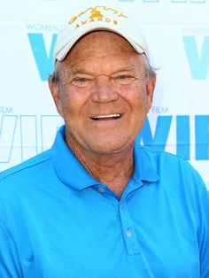 Watch Glen Campbell's Moving Final Song and Video http://www.people.com/article/glen-campbell-alzheimers-final-song-video     Sad....Terrible disease. We will remember you and we will miss you.  Thanks for the memories....   <3