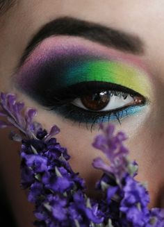 colourful eye http://www.makeupbee.com/look_colourful-eye_30425