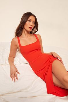This is a midi length dress with a scoop neckline and a high slit. The Norton is slim fitting throughout. Dress Skirt, Dress Up, Red Dress Outfit, Skirt Fashion, Fashion Dresses, Fashion Photography Poses, Online Dress Shopping, Shopping Sites, Celebrity Dresses