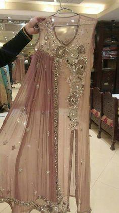 Pakistani Maxi Dresses, Beautiful Pakistani Dresses, Pakistani Wedding Outfits, Indian Gowns Dresses, Pakistani Dress Design, Stylish Dresses, Simple Dresses, Fashion Dresses, Wedding Dresses For Girls