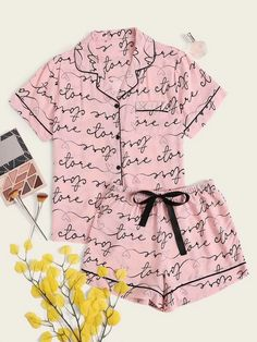 To find out about the Contrast Binding Letter Graphic Tie Front PJ Set at SHEIN, part of our latest Pajama Sets ready to shop online today! Cute Pajama Sets, Cute Pjs, Cute Pajamas, Pj Sets, Cute Lazy Outfits, Cool Outfits, Girls Fashion Clothes, Fashion Outfits, Mode Bollywood