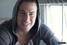 Channing Tatum Smiling male celebs celebrities George Clooney, for the love of God how is this man so. Chaning Tatum, Celebrity Gallery, Celebs, Celebrities, Pretty People, Beautiful People, Beautiful Smile, Solitude, Gorgeous Men