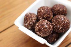 Deze gezonde makkelijke snack balletjes met maar 3 ingrediënten zijn super snel, overheerlijk & blijf je keer op keer maken!