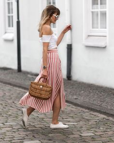 As we enjoy warmer temperatures, even if we're not on holidays yet, there's no excuse not to rock your summer outfits.Stripes are one of the most popular print for summer and either vertical of horizontal : they're pretty. Off shoulder crop top : MissguidedStriped side slit skirt : MangoBroderie sneakers : BensimonStraw bag : Hers Wave https://www.fashionardenter.com/2018/05/summer-outfit-idea-stripes.html