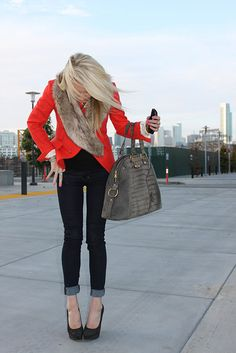 Love everything about this... Red, fur, skinnies, bag...