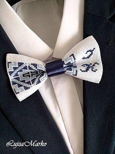 Motýliky s monogramom sú ideálnym darčekom, spomienkovým predmetnom pre Vás, Vašich blízkych, pre priateľov...kolegov. Pred objednaním má kontaktujte vnútornou poštou.... Stitching, Accessories, Ideas, Fashion, Costura, Moda, Fashion Styles, Stitch, Sew