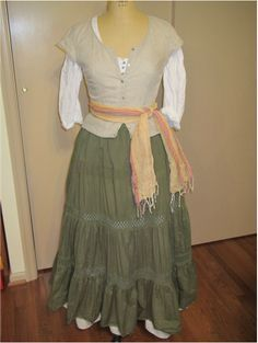 old blouse/jacket, peasant skirt Thrift Store Outfits, Easy Renaissance Costume, Renaissance Clothing, Renaissance Outfits, Festival Wear, Festival Outfits, Beauty And The Beast Costume, Easy Diy Costumes, Creative Costumes