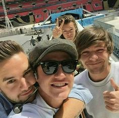 Niam slays / One Direction / Liam Payne / Louis Tomlinson / Niall Horan / Harry Styles One Direction Harry Styles, Estilo One Direction, One Direction Fotos, One Direction Wallpaper, One Direction Memes, One Direction Pictures, 0ne Direction, One Direction Fanfiction, Harry Styles Selfie