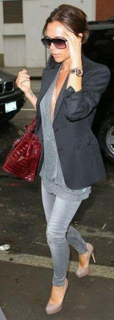 gris con blazer negro
