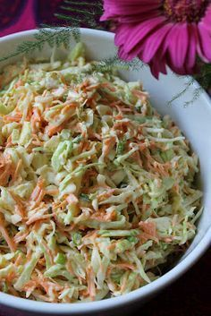 Kokkeillaan: Amerikkalainen kaalisalaatti eli cole slaw Veggie Recipes, Salad Recipes, Chicken Recipes, Dinner Recipes, Healthy Recipes, Food C, Good Food, Yummy Food, Easy Cooking