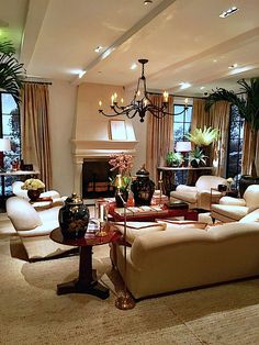 Get a sneak peek at the three stylish Ralph Lauren Home Spring 2017 collections as seen in their headquarter's lifestyle vignettes. Condo Living, Small Living Rooms, Mullholland Drive, Ralph Lauren Home Living Room, Apartment Balcony Decorating, Apartments Decorating, Interior Decorating, Interior Design, Diy Home