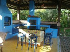 sea blue outdoor kitchen Lindo espaço de churrasqueira!
