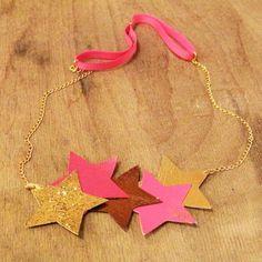 un headband pour fille avec des étoiles rose et or en simili cuir
