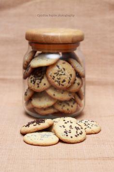 Chocolate chip cookies with sprinkles! Chocolate Chip Cookies, I Foods, Sprinkles, Food Photography, Stuffed Mushrooms, Chips, Vegetables, Desserts, Stuff Mushrooms