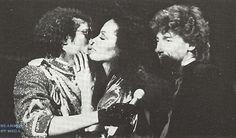 Michael Jackson kisses Diana Ross
