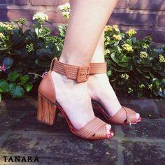 Alalaô mas que calor.  Aproveite o verão fora de época para garantir JÁ uma sandália da nova coleção Tanara. Acesse http://ift.tt/1SLG2kZ e procure pela referência N7803